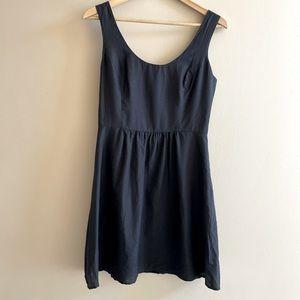 Vineyard Vines black silk dress SIZE4